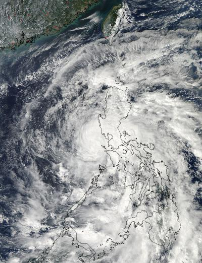NASA sees Tropical Storm Son-tinh moving into South China Sea